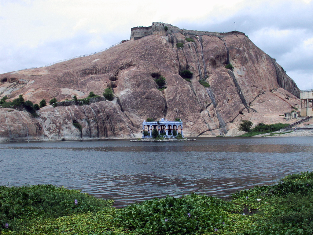 Namakkal fort with Kamalalaya lake